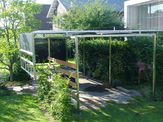 Modern tuin in tiel verhoogde borders schaduw doek u j versteegh